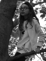 P6020091-2 (simonedanielis) Tags: portrait bw white black tree girl person adventure explore albero ritratto adventurous avventura allaperto esplorazione