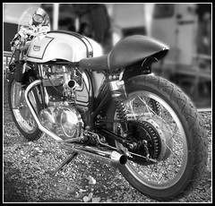 Triton Cafe Racer (davekpcv) Tags: classic canon shiny norton frame triumph motorcycle british caferacer triton featherbed drumbrake singleseat britishbike clipons flyscreen britishmotorcycle britbike bellmouths britishcaferacer tritoncaferacer featherbedframe