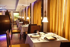 Thai Seafood Restaurant (Travelive) Tags: india monument cosmopolitan delhi tajmahal kerala palace exotic fantasy pools celebrities fountains ambassador comfort princes royalty hospitality decadence emperor lawns statesmen presidentialsuite amenities ernakulum luxuryvacations indiahotels delhihotels dreamcochin luxuryhoneymoons graceandcharm tajclub moorishmughalarchitecture