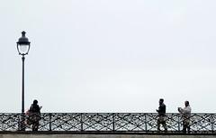 pont au Double (b.four) Tags: bridge people paris cadenas gente pont padlock gens dda lucchetti réverbère cherryontop supershot abigfave citrit rubyphotographer damniwish mygearandme mygearandmepremium mygearandmebronze ruby10 ruby15 ruby20