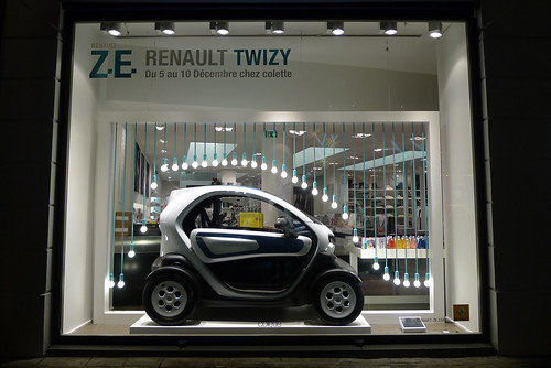 Vitrine Renault Twizy chez Colette - Paris, décembre 2011