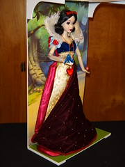 Snow White Limited Edition 17'' Doll - Unboxing - Open Diorama - Left Front View (drj1828) Tags: white snow movie store dvd inch doll disney seven 17 limited edition unboxing dwarfs lithograph bluray