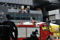 Derrière les caméras qui suivent Lau Chi-yan. (XavierParis) Tags: china hongkong nikon asia asie xavier xavi chine hernandez wanchai iberica actu faitdivers 20112011 d700 xavierhernandez xyber75 lauchiyan xavierhernandeziberica