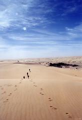 Oasis (jf garbez) Tags: voyage africa travel people sahara clouds trekking desert minolta dune sable sigma oasis nuage sanddune personnes treck gens nationalgeographic mauritania afrique désert mauritanie randonnée 28200mm habitant minoltadynax505si adrar muritaniya موريتانيا mygearandme mygearandmepremium mygearandmebronze mygearandmesilver sigma2802000mm mūrītāniyyah lpexploring
