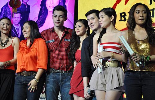 My Binond Girl cast during the grand fans day
