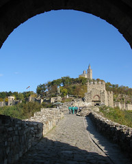 Tsarevets Fortress - Veliko Tarnovo - Bulgaria (Been Around) Tags: autumn oktober fall october europa europe niceshot travellers herbst eu bulgaria fortress bogen festung velikotarnovo bul tsarevets bulgarien 2011 velikoturnovo 5photosaday  tsarevetshill thisphotorocks   tsarevetsfortress worldtrekker visipix expressyourselfaward flickrunitedaward bauimage tarnowo welikotarnowo fugitivemoment medievalfortressoftsarevets
