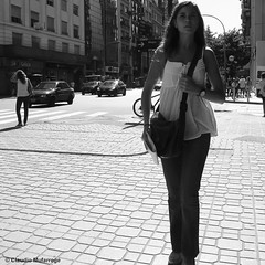 You are somebody / Eres alguien (Claudio.Ar) Tags: street city bw woman topf25 argentina buenosaires candid sony ciudad dsc h9 claudioar claudiomufarrege