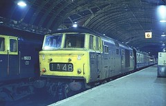 Late turn at Paddington . D7075 . (AndrewHA's) Tags: train diesel railway loco paddington locomotive class35 hymek d7075 1a48