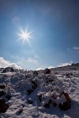 Sol y nieve (73 y 74 EXPLORE - 04 y 05-02-2012) (Jose Casielles) Tags: sol contraluz nieve cielo nubes montaa fro rocas piedras yecla fotografasjcasielles