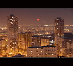 Tours Nuages sous lune rouge (Philippe2032 from Paris) Tags: urban panorama moon france lune landscape cityscape nanterre cit 92 hlm rousse hautsdeseine sociaux logements toursnuages citpablopicasso
