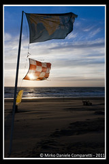 "Sunset flags <a style=""margin-left:10px; font-size:0.8em;"" href=""http://www.flickr.com/photos/66444177@N04/6407393527/"" target=""_blank"">@flickr</a>"