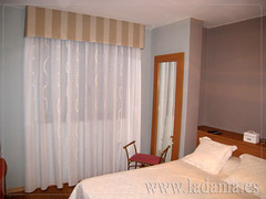 "Cortinas Clásicas con Bando • <a style=""font-size:0.8em;"" href=""http://www.flickr.com/photos/67662386@N08/6501340995/"" target=""_blank"">View on Flickr</a>"