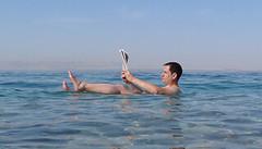 Flotando en el Mar Muerto en Jordania (josemiguel_80) Tags: