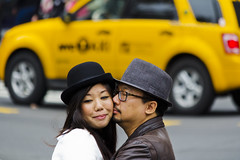 A kiss and a cuddle (Frank Fullard) Tags: street nyc portrait opportunity usa ny newyork love hat us kiss manhattan candid professional commercial cuddle opportunistic fullard frankfullard