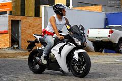 Honda CBR 1000RR Fireblade (Ed Cunha Ph) Tags: white black bike honda espanha br photos curitiba da motorcycle praa bikers cbr fireblade batel 1000rr