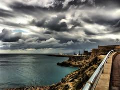 Muy nublado (Jocarlo) Tags: street sunset sky clouds paisaje amanecer nubes photowalk playas melilla calles murallas puertodemelilla photowalkmelilla pwmelilla jocarlo