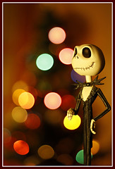 What's this? (Nightmare Before Christmas) (Guillermo Prieto) Tags: christmas tree colors canon movie eos 50mm lights luces dof bokeh christmastree colores jackskellington festivity 18 merrychristmas timburton nightmarebeforechristmas xsi pesadillaantesdenavidad 450d