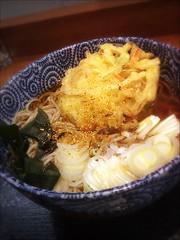 今日は蕎麦の日に決定~!三食目は、大吉田@虎ノ門、天ぷらそば350円