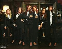 Wendi McLendon-Covey, Melissa McCarthy, Maya Rudolph, Ellie Kemper, Kristen Wiig & Rose Byrne (drno_manchuria (simonsaw)) Tags: wendimclendoncovey melissamccarthy mayarudolph elliekemper kristenwiigrosebyrne tuxedo esmoquin shirt bowtie pajarita portada suit suited trajeada suitup encorbatada camisa corbata tie necktie terno gravata cravat krawatte cravata menswear knot nudo tieatie collar cuello clothes masculina mujer mulher women girl