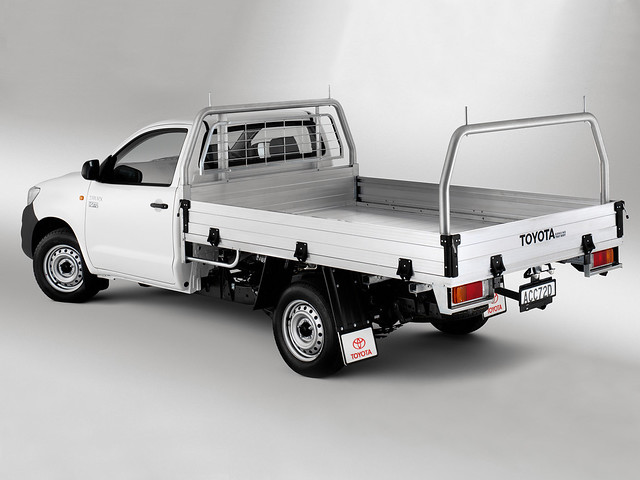 white truck cab australian pickup toyota weiss spec 2012 2wd regular hilux 4x2 workmate weis 2011