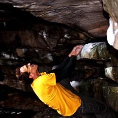 sotto il tetto (TIMPICE) Tags: portrait up self climb nikon hand mani boulder blow sguardo climbing sassi ritratto fontainebleau massi obiettivo scalata