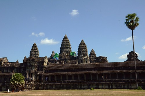 Angkor Wat with its 5 towers ©  Still ePsiLoN
