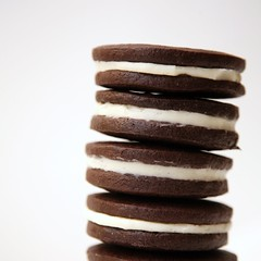 IMG_8264_pc (sweetkiera) Tags: oreos biy homemadeoreos chocolatewafers bakeityourself vanillacreamfilling diyoreos