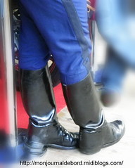 Bottes Gendarme (tripuniforme) Tags: travel 1025fav cops boots police cop weston bottes botas 2010 photograpy gendarme stiefel gendarmerie travelphotography stivali visitparis greatphotos leatherboots tallboots inuniform thisiseurope policeoftheworld gendarmerienationale frenchpolice garderpublicaine copboots policeboots menboots bottesdecuir wornboots thebestofflickr bikermen portesouvertesgarderpublicaine bottesdegendarmes bottesdegendarme bottesdepolice bottesdegendarmerie bottesweston westonboots menintoridingboots