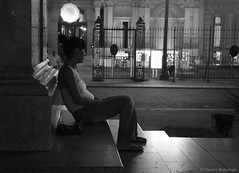 Only one owner at a time / Un solo dueño a la vez (Claudio.Ar) Tags: street city people bw woman color argentina girl topf50 buenosaires candid sony ciudad pregnant lonely dreamer plazademayo dsc blackdiamond lonelyness h9 claudioar claudiomufarrege artofimages bestportraitsaoi