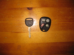 1999 Saturn SW2 OEM Key and Keyfob (EGSalms) Tags: station wagon gm key general 1999 motors saturn entry keyfob sw2 sseries oem keyless strattec