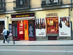 Ham Shop, Madrid (Phil Masters) Tags: madrid ham jamon jamn jamnibrico jamoniberico 20thdecember jamoneria hamshop jamonera december2015 mercadojamnibrico mercadojamoniberico jamoneramadrid jamoneriamadrid