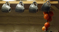 (crisesquirol) Tags: tomates cups tazas tomquets taces