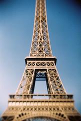Focal Lattice (heritagefutures) Tags: camera distortion paris tower tlr magazine toy focus no eiffel 200 vista mm agfa 35 tilt doityourself mook otona meniscus 大人の科学 kagaku gakkenflex