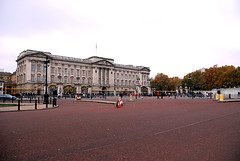 369 -  Buckingham Palace, London, UK - 2011. (John Mac 2011 UK) Tags: westminsterabbey stpauls housesofparliament bigben buckinghampalace maureen themall scona theembankment thedianaprincessofwalesmemorialwalk johnmac fid stjamesroyalpark johnmacslondon2011