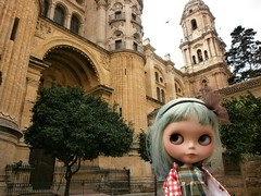 ADAD 175/275 walking around Malaga with Geo (buganville) Tags: travelling project japanese grey doll day cathedral cloudy frankie blythe traveling custom raincoat geo darling malaga takara tomy peppermint muñeca cwc rbl 2011 adad