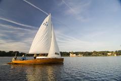 Segelboot auf dem Jungfernsee (reiseland-brandenburg) Tags: boot wasser brandenburg segeln segelboot wassersport segler jungfernsee potsam altemeierei freizeitaktivitaet potsdamerschloesserlandschaft