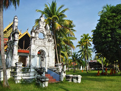 'Wat' Jom Thong, Muang Khong, Laos (Ferry Vermeer) Tags: island temple islands day monk buddhism clear palmtrees monks vat laos wat mekong archipelago coconuttrees indochina khong mekongriver champassak donkhong 4000islands southernlaos champasak  siphandon   southlaos lo muangkhong  jomthong chomthong buddhistbuilding  laosa buddhistwat khongdistrict indochinesepeninsula champasakprovince   champasack  watjomthong champassakprovince khongisland laosz  laokok  laosas  monasterytemple riverinearchipelago champasackprovince indochineseregion southwesternlaos southwestlaos the4000islands khamtaisiphandon jomthongwat