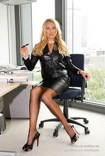 cm_black_leather_suit_office (4)