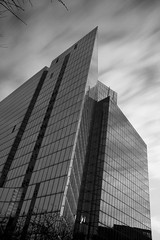 paris le Dfense ou Paris la menace? (ghislaine_m) Tags: blackandwhite paris architecture noiretblanc ladefense ladefanse poselente