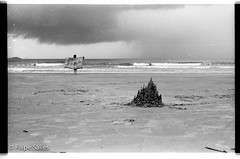 Send castles II - with a girl (Filipe Salles) Tags: 2003 brazil praia blackwhite ubatuba chuva pb paisagem pretoebranco filipesalles brazilianlandscapes brazilianplaces