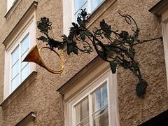 Posthornaushngeschild (Weingarten) Tags: salzburg austria sterreich schild signage insegna autriche enseigne salisburgo salzbourg getreidegasse aushngeschild