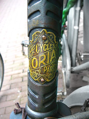 Oria racefiets, balhoofdplaatje (vintage racing bicycle, head badge, vlo course ancien, cusson sur potence), 1920s, Amsterdam, Overtoom, 07-2011 (Jacques Mounnezergues) Tags: street 1920s people urban paris classic amsterdam bicycle vintage grey gris rust candid streetphotography streetlife streetscene racing course spotted rue vlo fiets roest grijs ancien streetshot straat plaatje overtoom marque vintagebicycle headbadge stadsarchief oria instantan racingbicycle racefiets gespot scnesderue straatfotografie crois rouile potence straatleven straatfoto classicbicycle cusson straatscene frederiksstraat balhoofd oudefiets balhoofdplaatje vintageracingbicycle vloancien vlocourse photodanslarue vlocourseancien ouderacefiets classicracingbicycle ttedefourche prisdanslarue stratenvanamsterdam inthestreetsofamsterdam cyclesoria