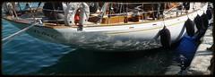 STELLA POLARE (Claudie K) Tags: port eau marinamilitare bateau reflets quai alignement coque stellapolare parebattage escaleste bleublancblond
