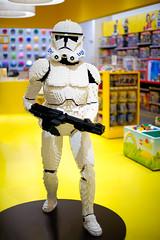 Lego Star Wars Stormtrooper (disneymike) Tags: vegas toy starwars nikon lego lasvegas rifle stormtrooper thestrip nikkor legostore buildingblocks d4 50mmf14g