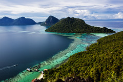 Bohey Dulang Island | Sabah | Malaysia North Borneo (wazari) Tags: ocean poverty life travel sea water kids children island photography boat asia flickr photographer rustic adventure explore journey malaysia borneo gypsy malaysian sabah kapalai mabul asean traveler waterworld seagypsies hardship hardlife seagypsy malaysianphotographer lifeishard bajau dulang northborneo pulaumabul landbelowthewind bajaulaut wazari badjou lifebythesea boheydulang wazariwazir bohey malaysianorthborneo pulauboheydulang