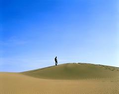 (Benjamin Skanke) Tags: portrait man film del analog vintage islands spain sand desert pentax takumar dunes slide playa velvia medium format 24 canary 6x7 ingles 50 canoscan 67 120mm 105mm