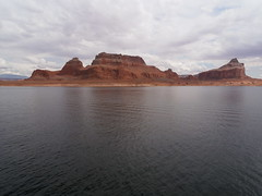 Cruising on Lake Powell (traveling peter) Tags: blue sky usa lake reflection water rock clouds america river utah ut colorado tour gray bluewater reservoir september shore coloradoriver lakepowell ontheboat rockformation boattour glencanyonnationalrecreationarea 2011 year2011 rainbowbridgetour