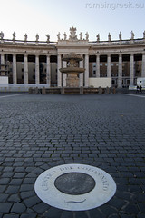 "piazza  San Pietro, centro del colonnato • <a style=""font-size:0.8em;"" href=""http://www.flickr.com/photos/89679026@N00/6478160707/"" target=""_blank"">View on Flickr</a>"