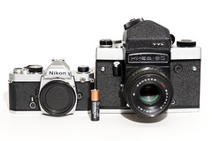 Nikon FM and Kiev 60 size comparison (Edson_Matthews) Tags: camera scale by 35mm nikon side size medium format comparison fm kiev60