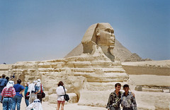 Returning from South Africa - Aug 1995 - It's The Sphinx (gareth1953 Come on Brentford) Tags: egypt tourists shorts handbag striped konicac35 thepyramids thesphinx